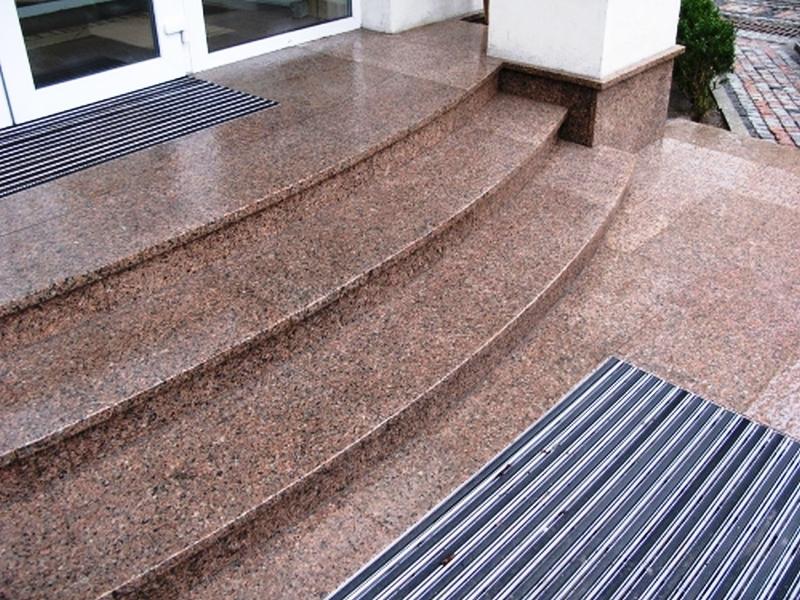 облицовка лестницы природным камнем