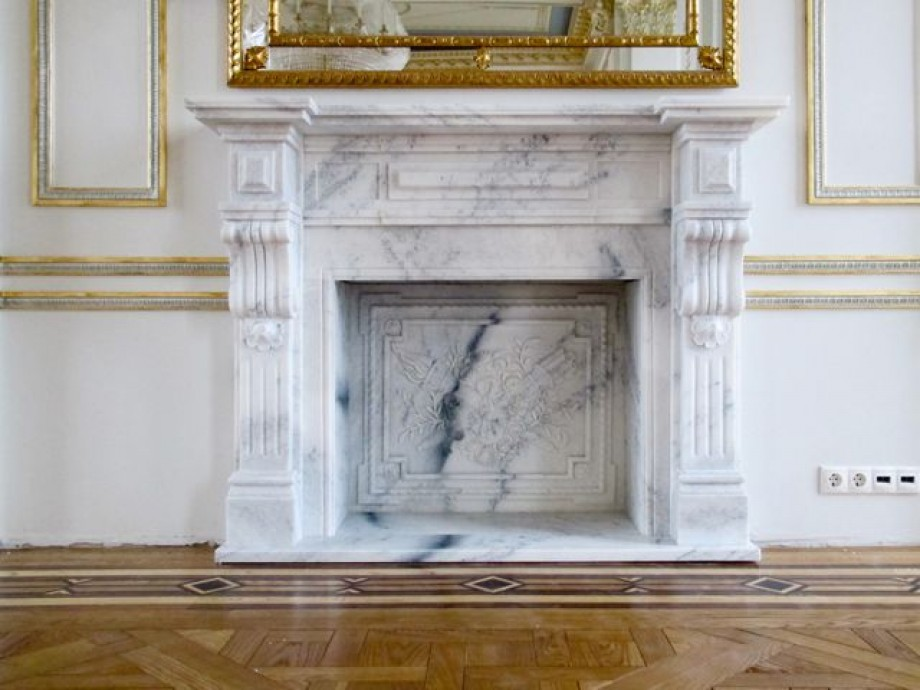 Камин из мрамора в доме или квартире