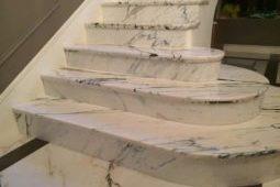 Лестница из натурального камня-мрамора и гранита